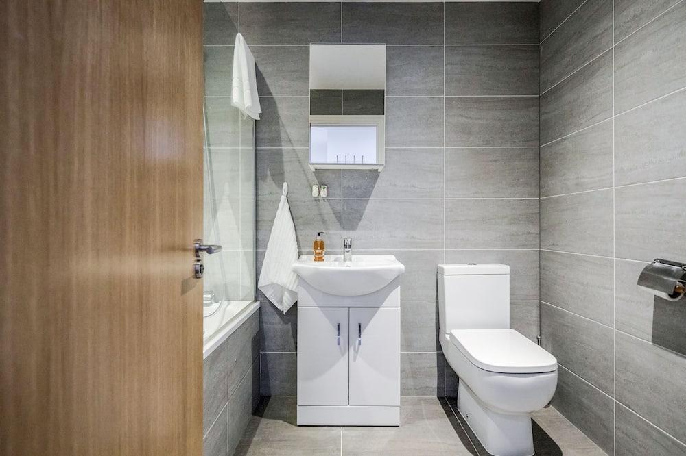 Superior külaliskorter, omaette vannitoaga, vaade linnale (F3 (2 bedrooms/Sleeps 6)) - Vannituba