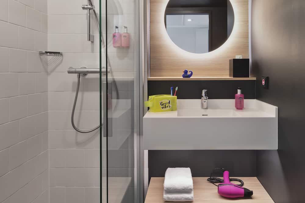 Room, 2 Twin Beds, Non Smoking (Moxy Sleeper) - Bathroom