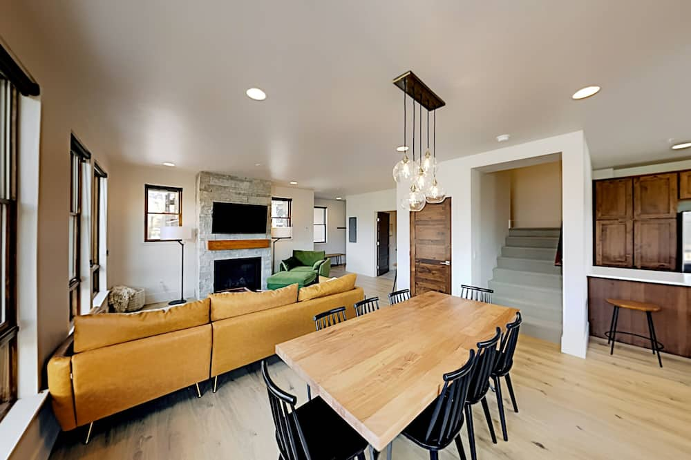 Townhome, 3 Bedrooms - Living Room