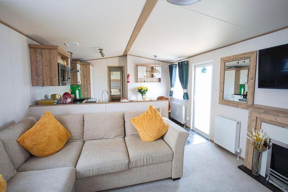Chata, viacero postelí - Obývačka