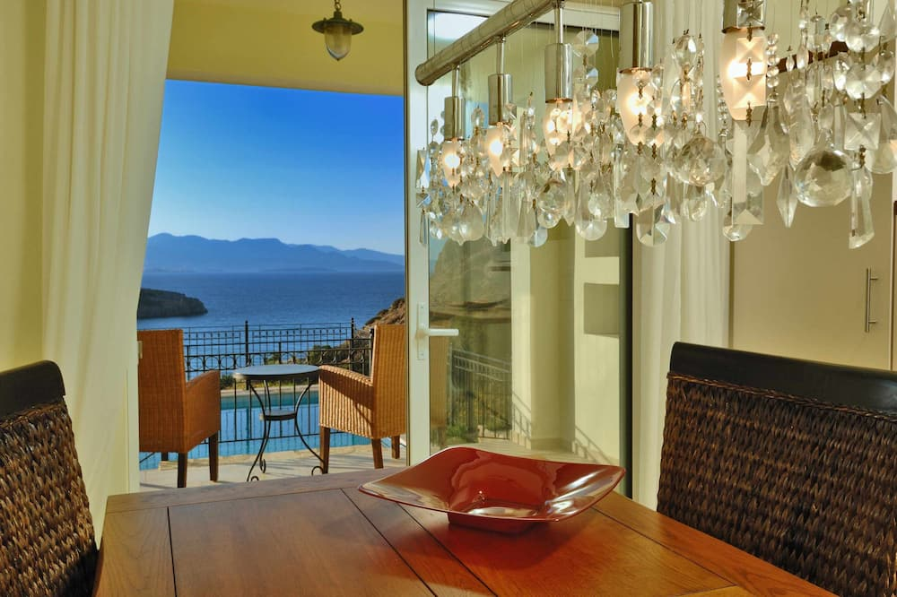 Villa Ares With Private Pool and a Spectacular Seaview 150m From the Beach