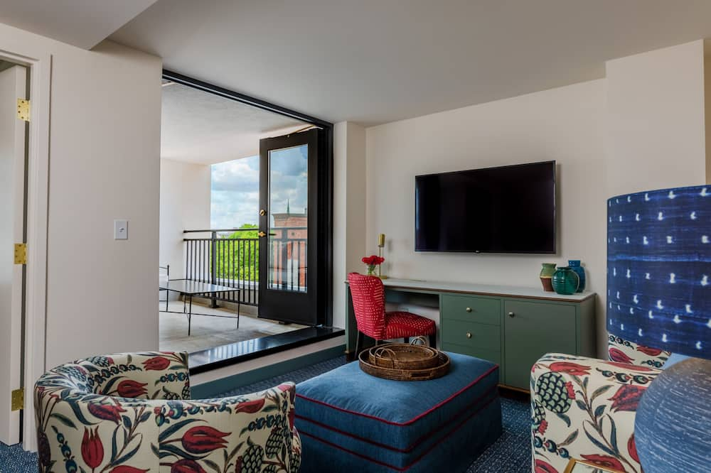 Suite, Balcony (King, Accessible) - Living Area