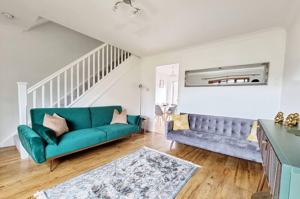 Rodinný dom, 2 spálne, kuchyňa, výhľad na záhradu - Obývacie priestory