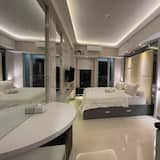 Luxury Apartment, 1 King Bed, Kitchenette, Pool View - Room