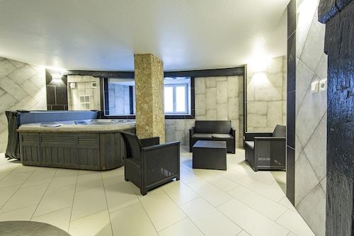 Apartment-Designer-Ensuite-Countryside