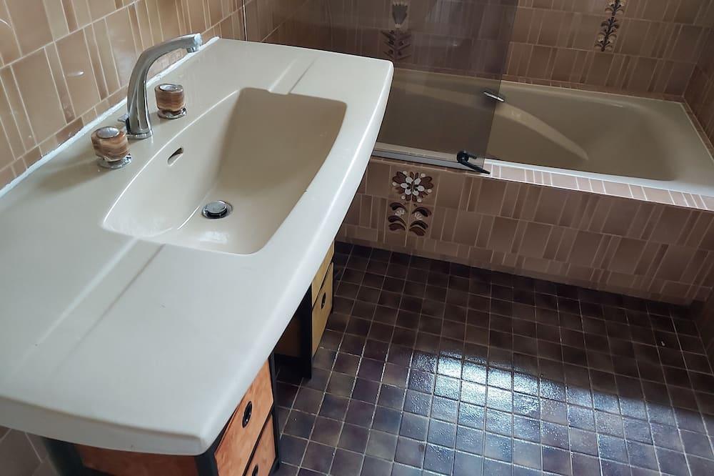 Classic kahetuba, ühiskasutatav vannituba - Vannituba