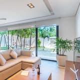 Luxury Apartment, 2 Bedrooms - Living Room