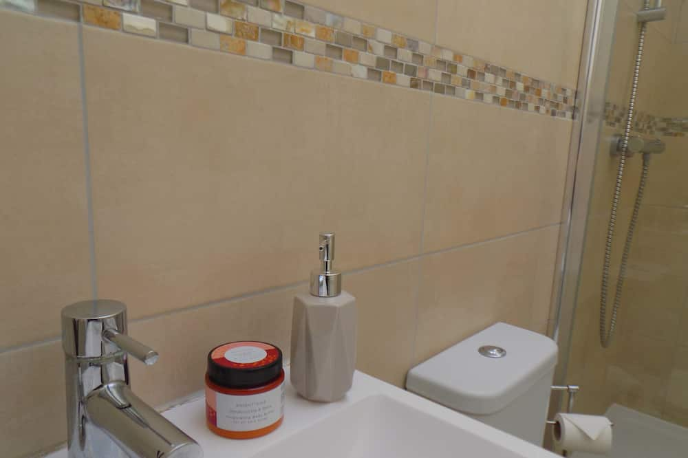 Exclusive Apartment, Private Bathroom, Courtyard View - Bathroom