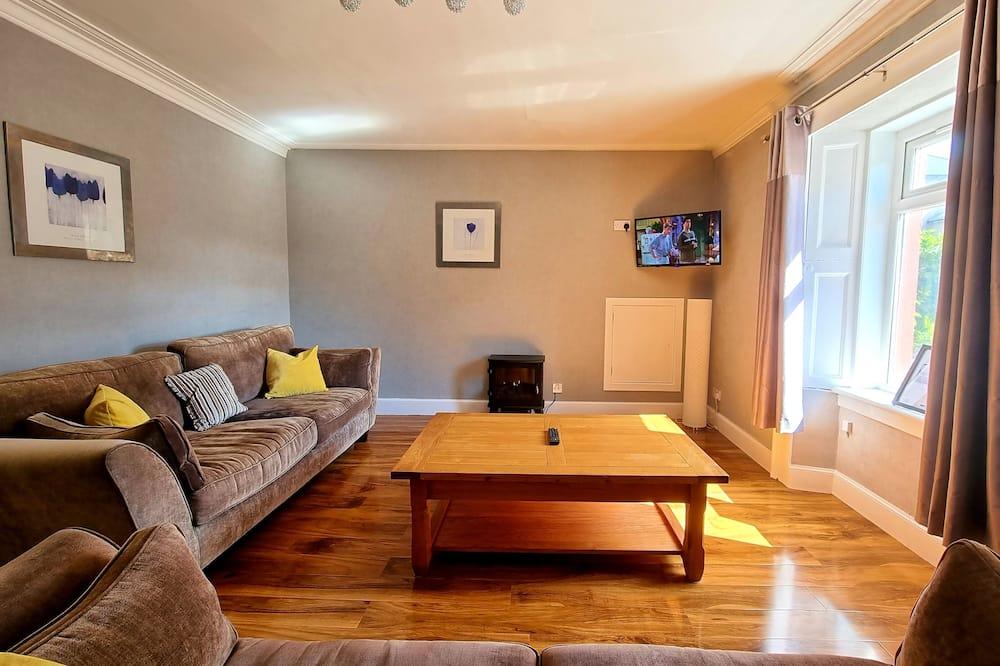 Family Apartment, Fireplace, Garden View - Ruang Tamu