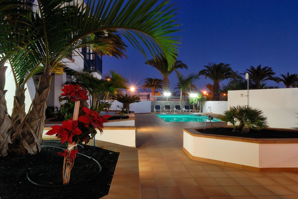 Charming 2-bed Apartment Number 4 in Playa Blanca, Yaiza