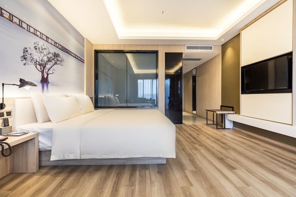 Signature Room - Guest Room