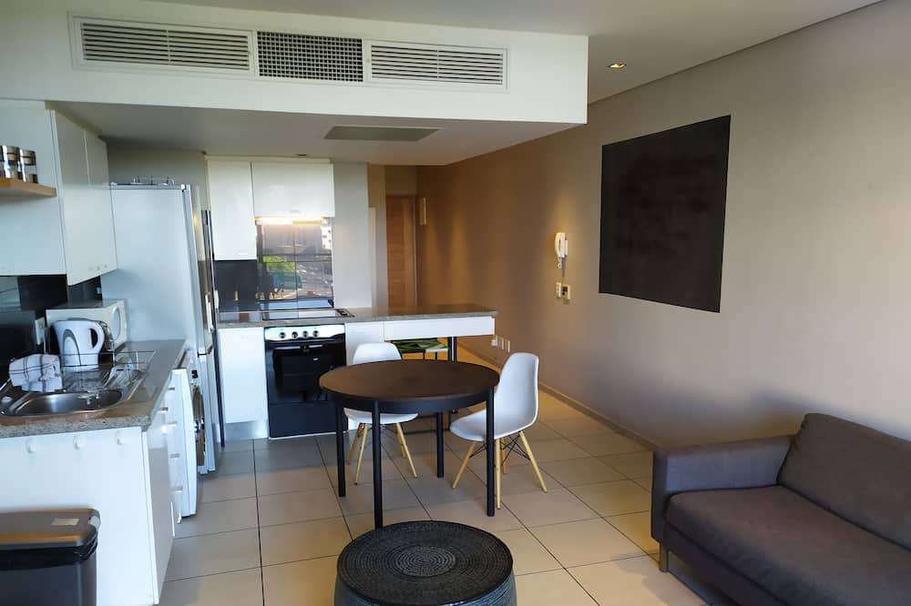 Studio Apartment - Fully Furnished and Equipped, Cape Town