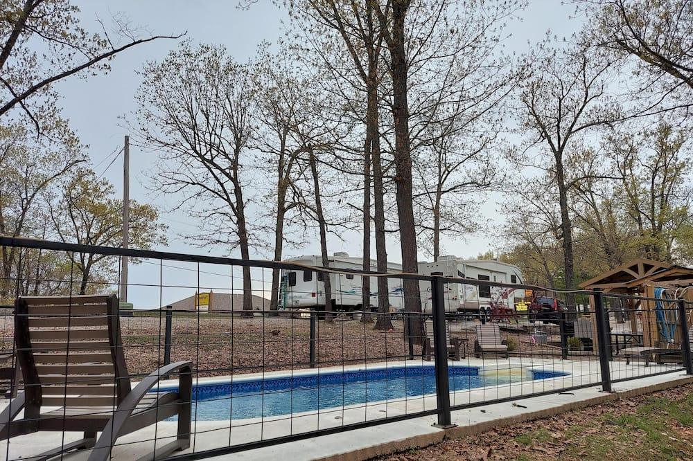 Rekreačná chata (Connie's Camp - 2014 Coachman W/bunkh) - Bazén