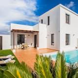 Impeccable 2-bed Villa in Playa Blanca, Yaiza