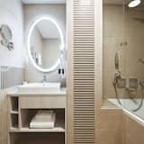 Номер категорії «Superior», з балконом (Derybasivska View) - Ванна кімната
