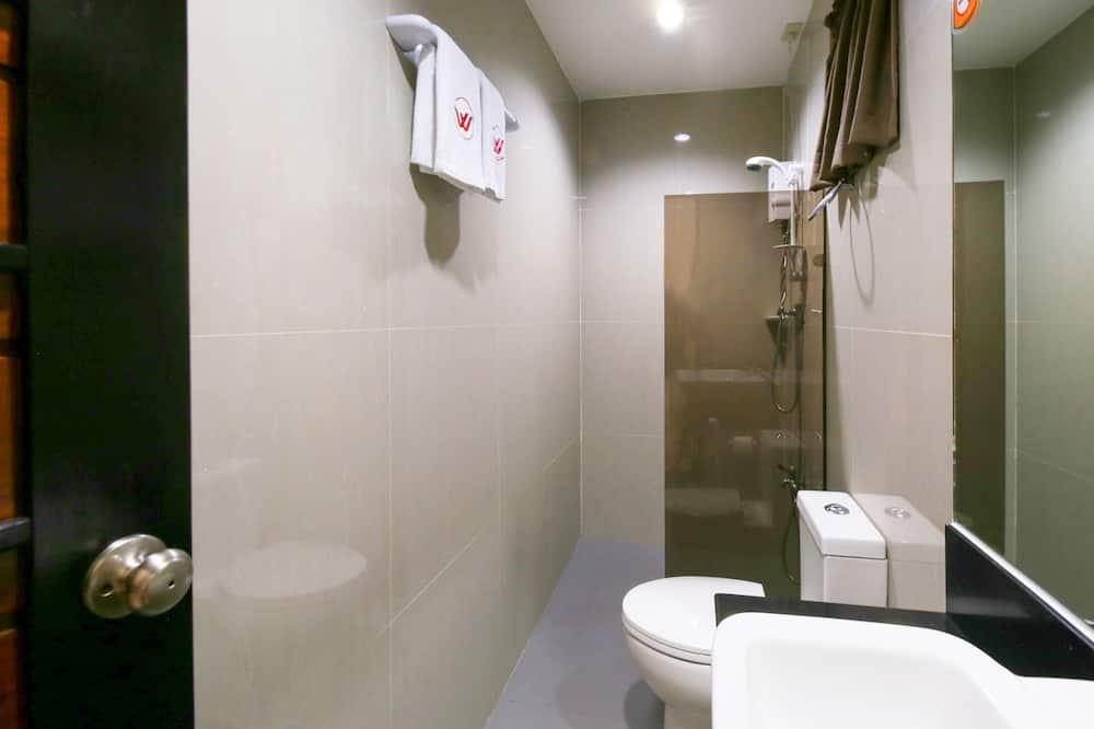 Family Studio Suite - Bathroom