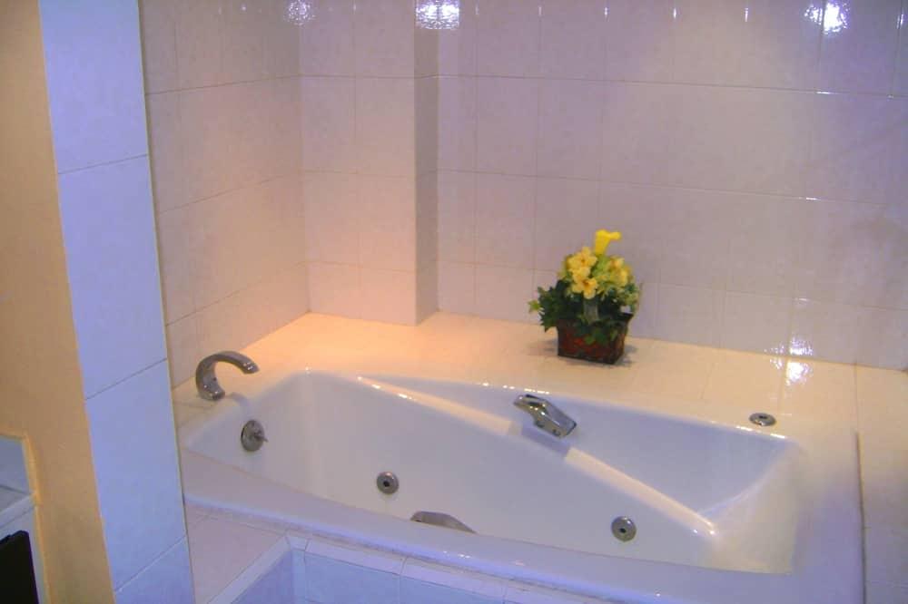 Suite Klasik, 1 Tempat Tidur King - Kamar mandi
