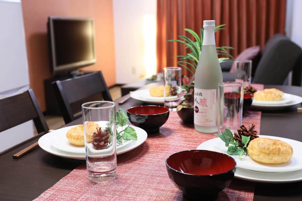 Apartment, Non Smoking (405) - In-Room Dining