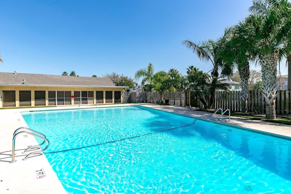 House, 3 Bedrooms - Pool