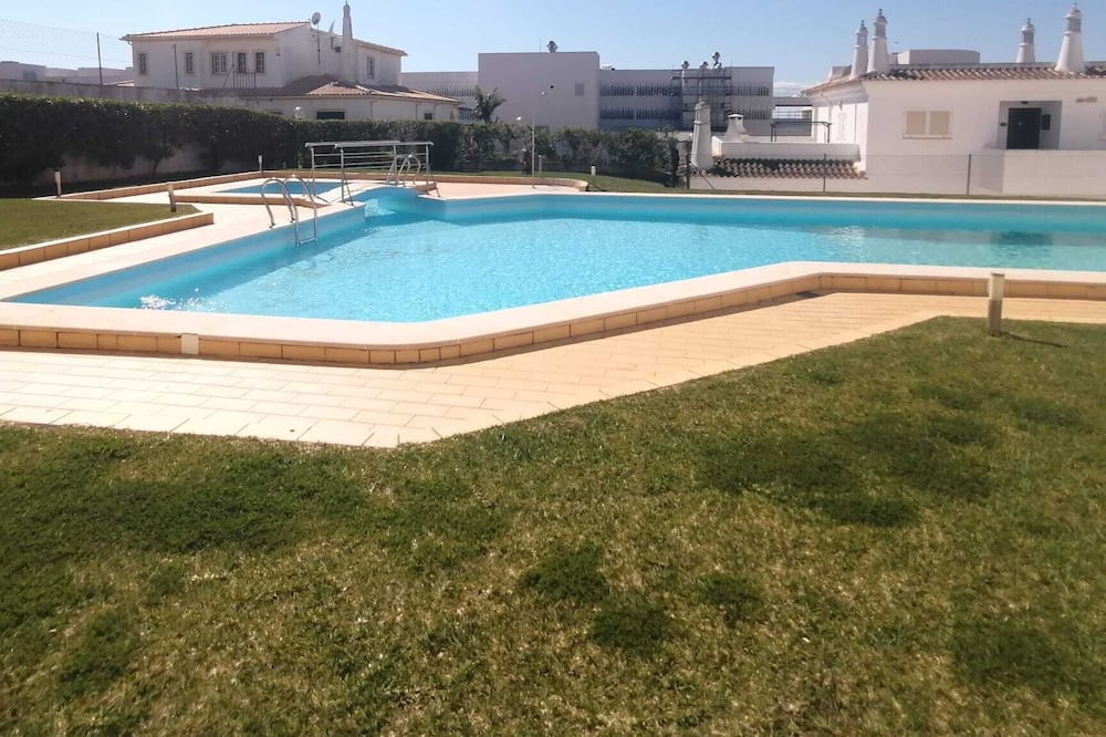 Great Flat With Front Pool View