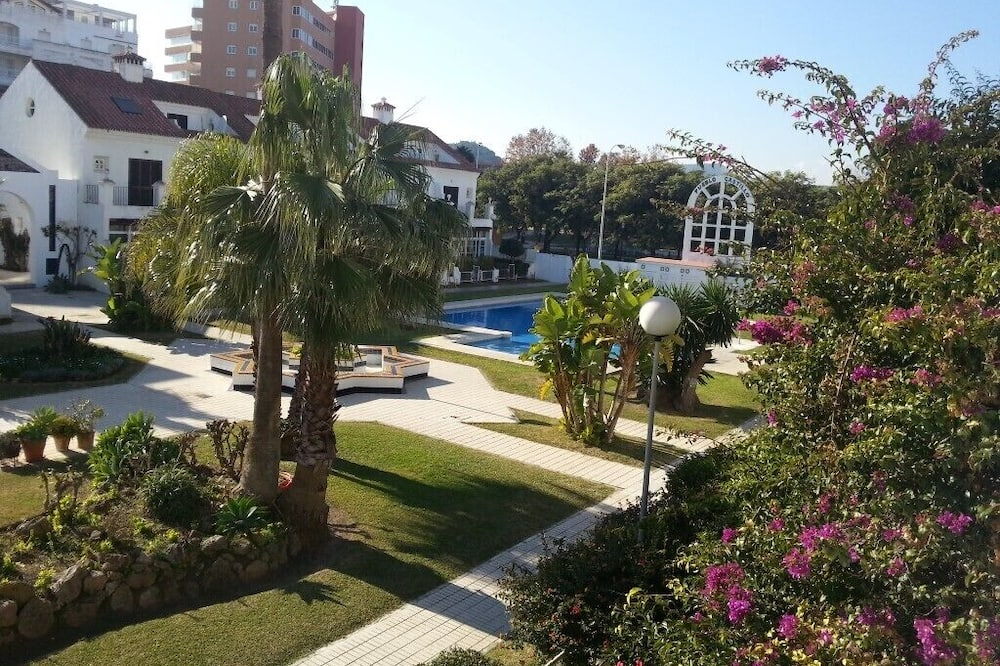 Spacious 4-bed House in Fuengirola on the Se-front
