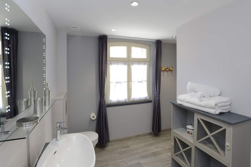 อพาร์ทเมนท์สำหรับครอบครัว, ห้องน้ำในตัว, วิวสวนหย่อม (Albert) - ห้องน้ำ