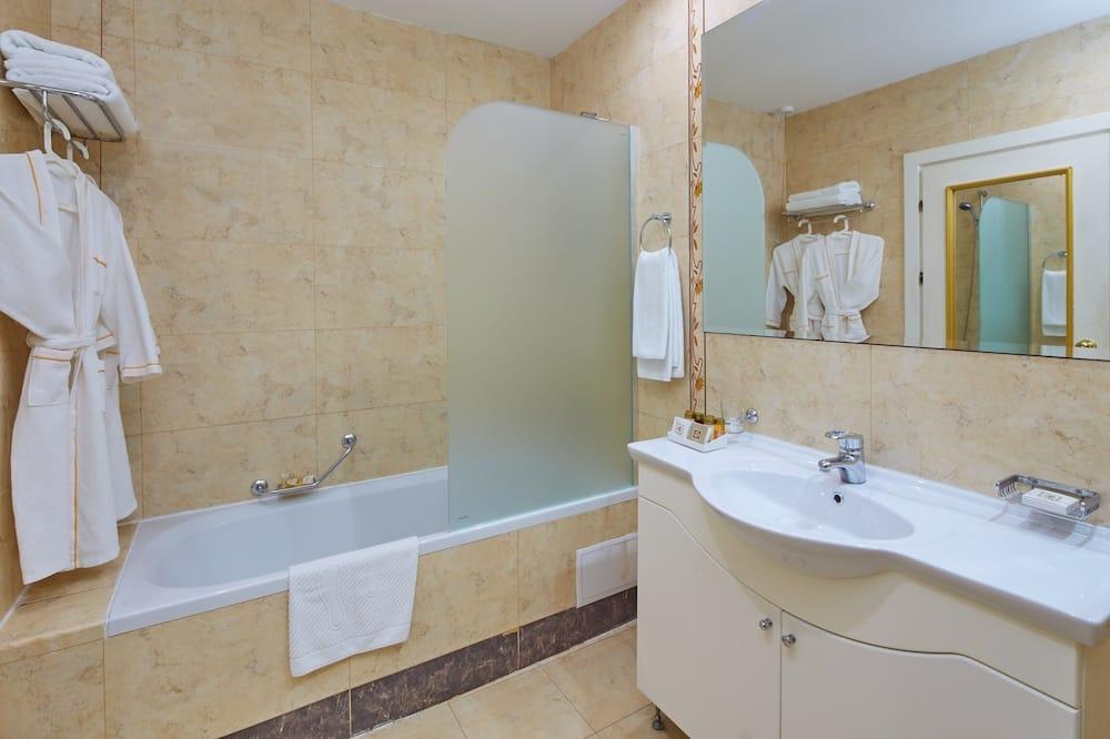 Phòng đôi hoặc 2 giường đơn Deluxe, 1 giường cỡ king - Phòng tắm