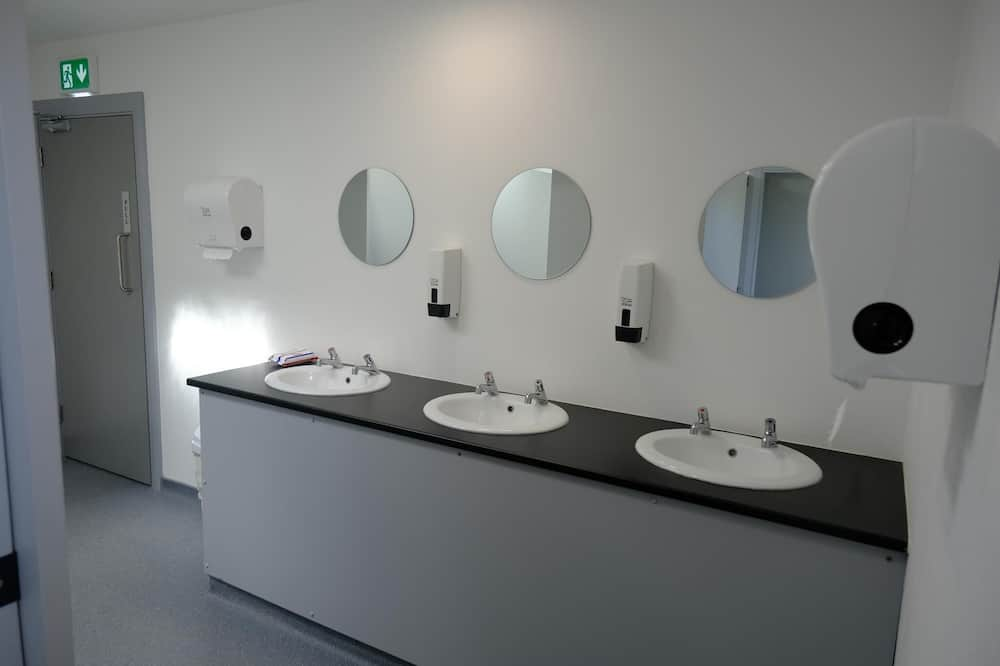 Family Suite, Accessible - Bathroom