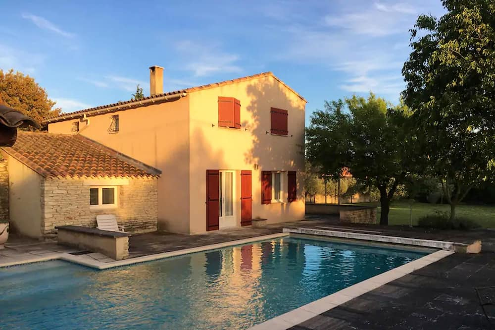 Villa With 2 Bedrooms in Cabrières-d'avignon, With Wonderful Mountain View, Private Pool, Furnished Garden