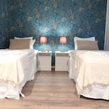 14 m2 Cozy Twin bed Guest Room, Central Location Stockholm