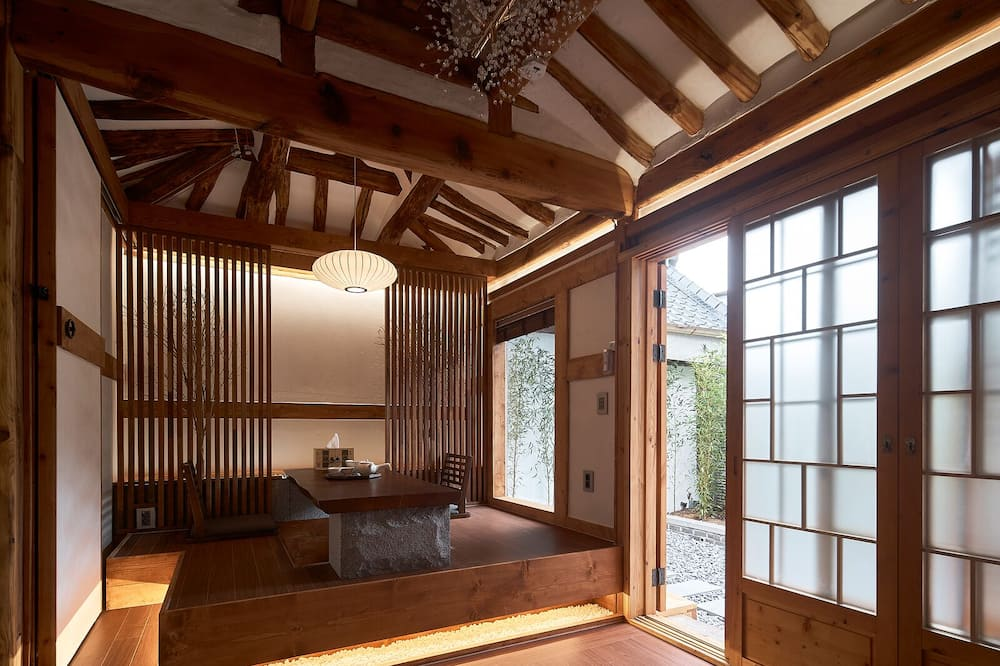 Phòng có thiết kế đặc trưng - Khu phòng khách