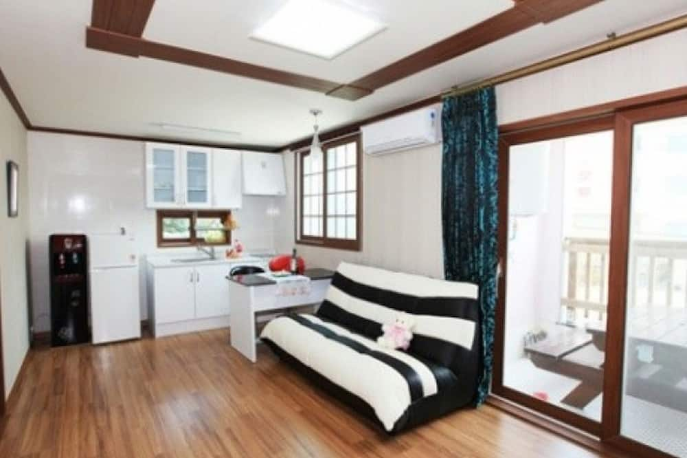 Zimmer (Room 102) - Zimmer