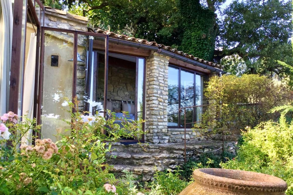 House With one Bedroom in Bonnieux, With Wonderful Mountain View, Shared Pool, Furnished Garden