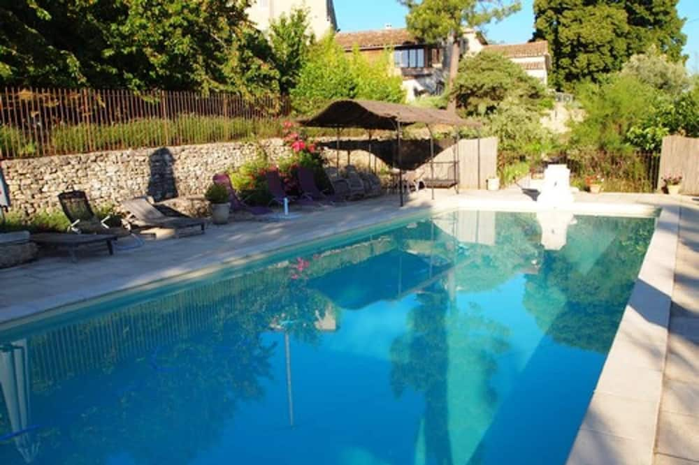 House With 2 Bedrooms in Bonnieux, With Wonderful Mountain View, Shared Pool, Furnished Garden