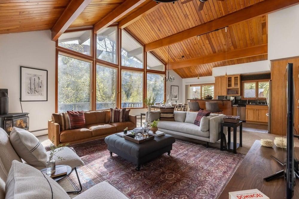 ハウス ベッド (複数台) (Bighorn - Ski Cabin w Sprawling Porch) - リビング ルーム