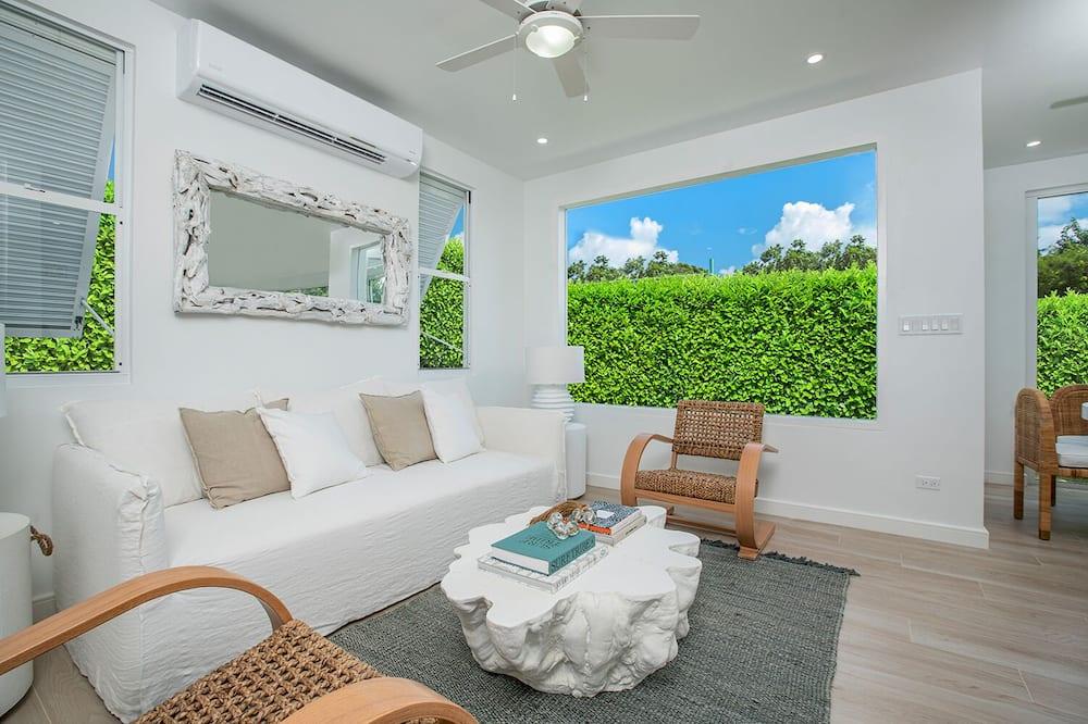 Luxury Room, 3 Bedrooms, Non Smoking, Partial Ocean View - Living Area