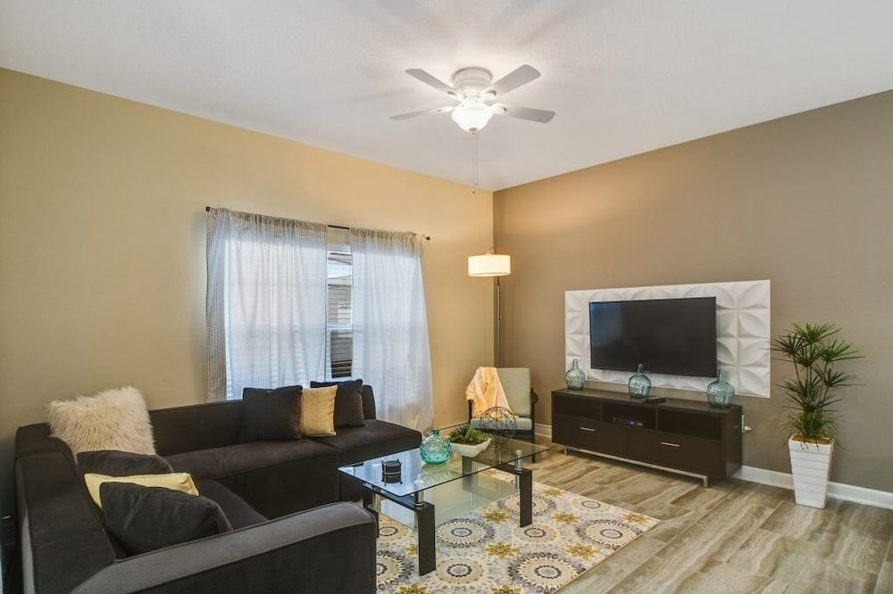 Champions Gate Resort Town Home With Pool! 4 Bedroom Townhouse