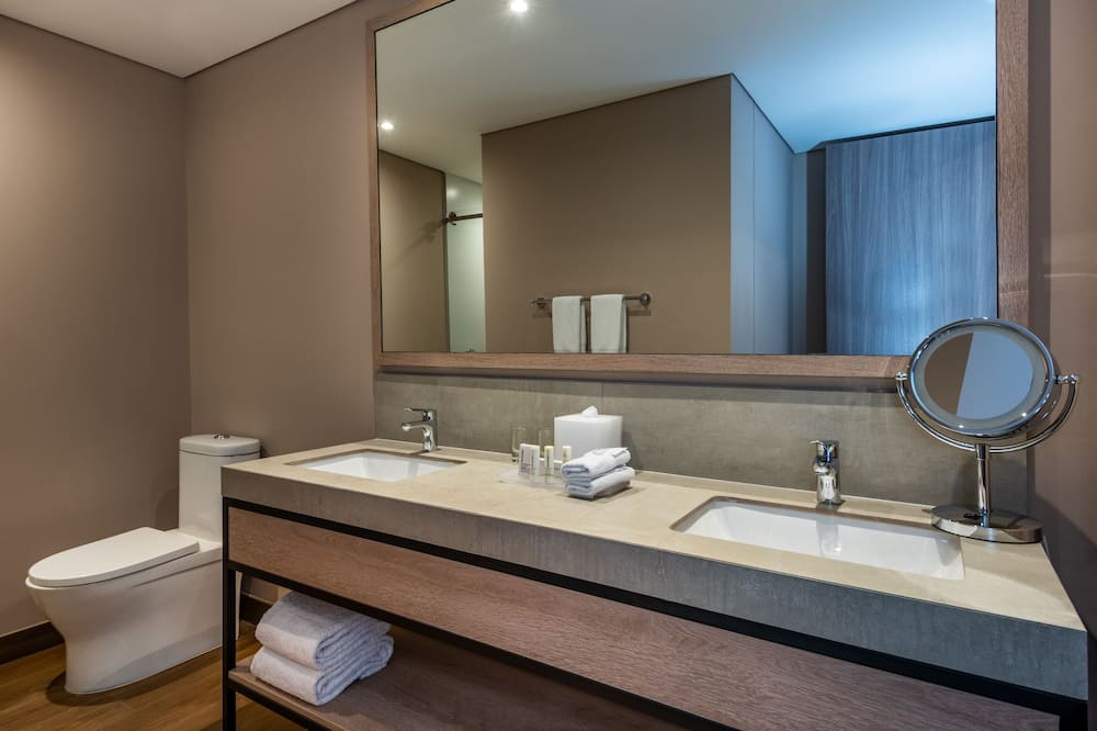 City studio suite, 2 queensize bedden, niet-roken, Uitzicht op de stad - Badkamer