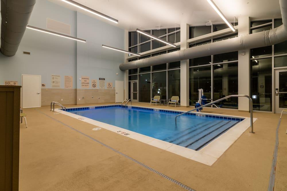 Beltéri medence