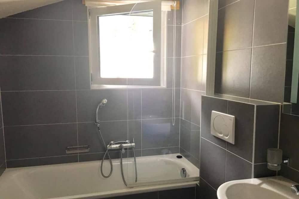 Dzīvokļnumurs, vairākas gultas - Vannasistaba