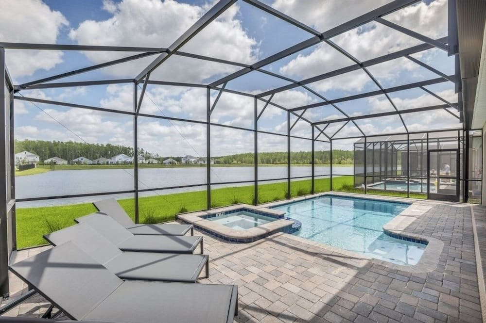 Storey Lake 9 Bed For Large Families! Lake View 9 Bedroom Home