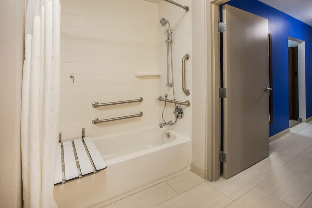 Δωμάτιο, 2 Queen Κρεβάτια, Πρόσβαση για Άτομα με Αναπηρία (Hearing/Mobility, Accessible Tub) - Μπάνιο