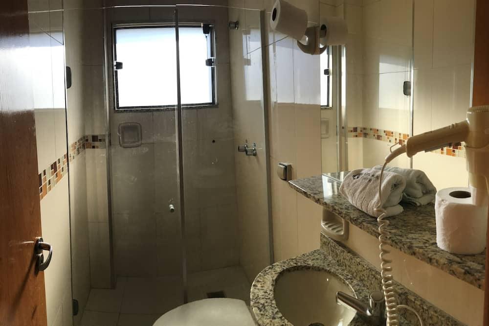 Standard Quadruple Room - Bilik mandi