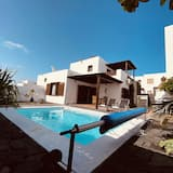 Individual Villa With Heated Solar Energy Pool With a Temperature of 30, Yaiza