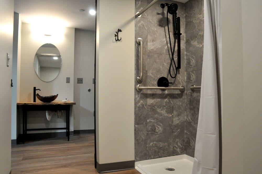 Kamar Quadruple Premium - Kamar mandi