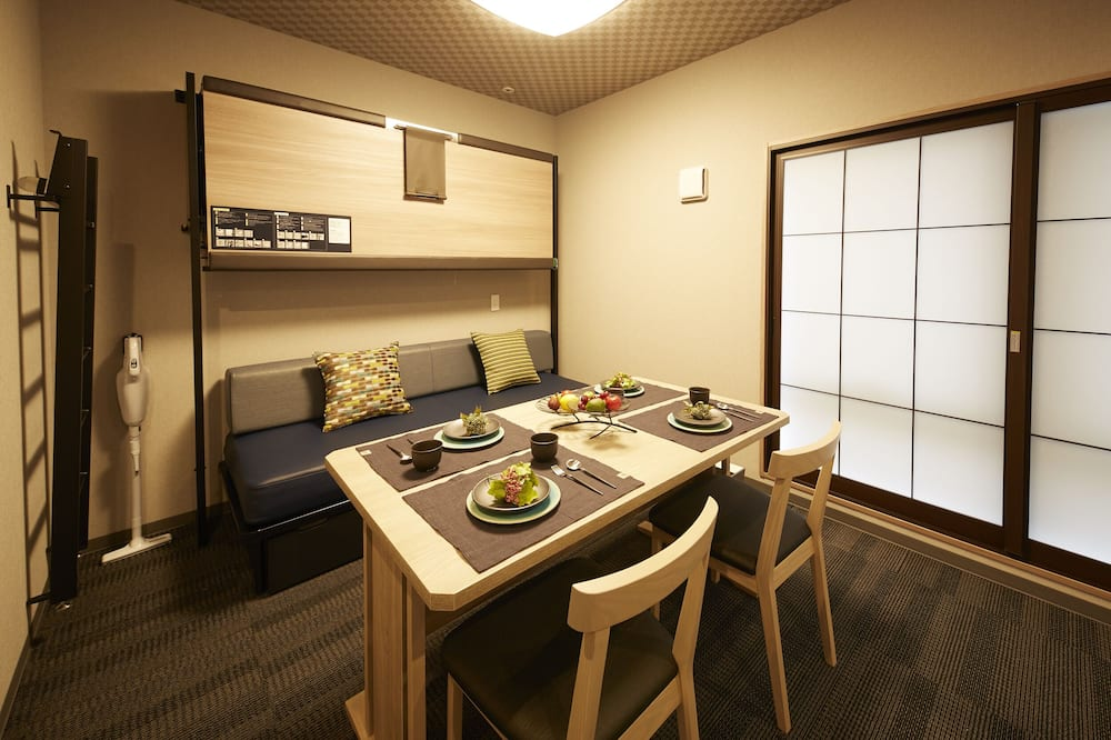 Deluxe Double Room, Non Smoking - In-Room Dining