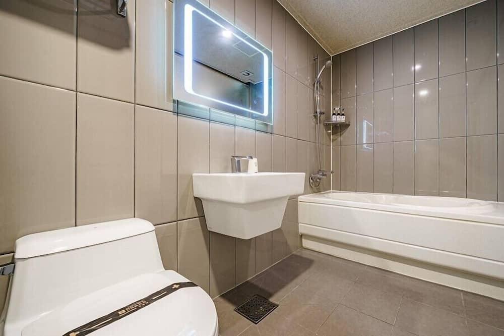 Suite Twin Room - ห้องน้ำ