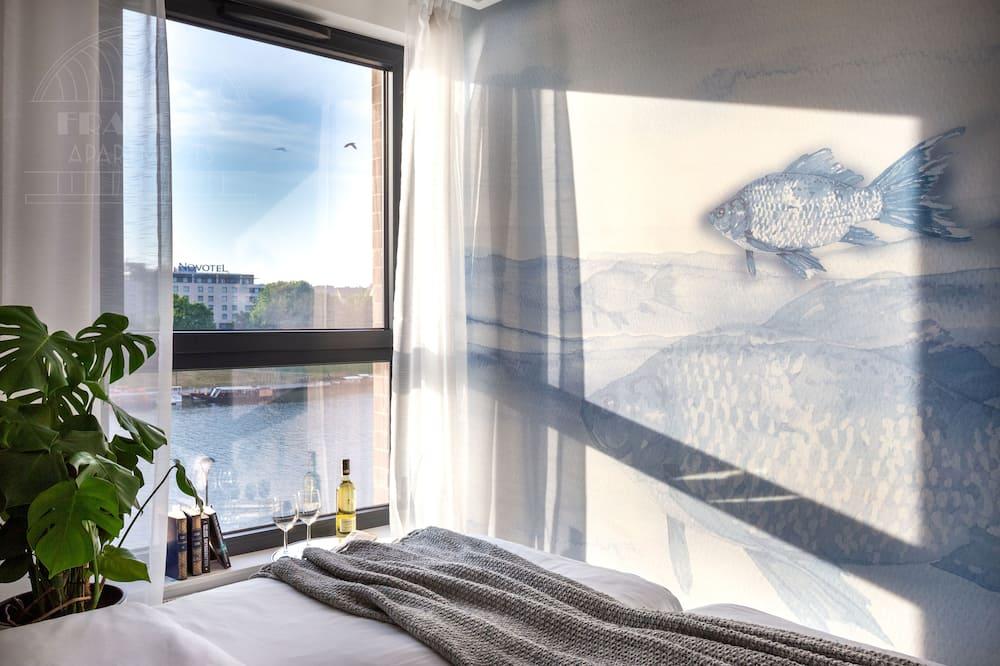 شقة بريميم - ٣ غرف نوم - بحوض استحمام - بمنظر للنهر - منطقة المعيشة