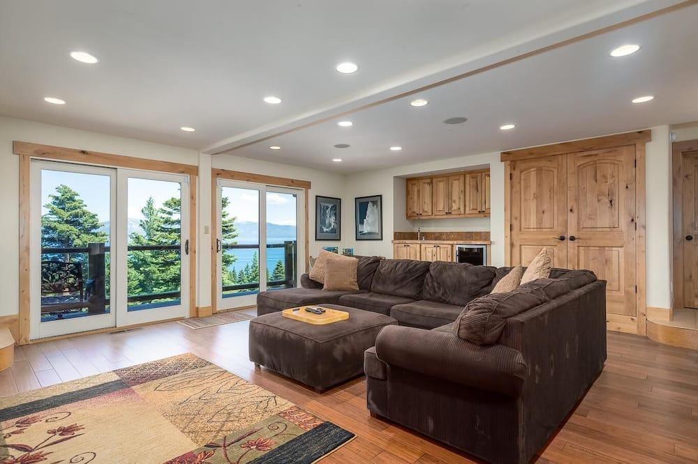 Kuća, Više kreveta, pogled na jezero (Luxury Lakeview Retreat) - Dnevna soba