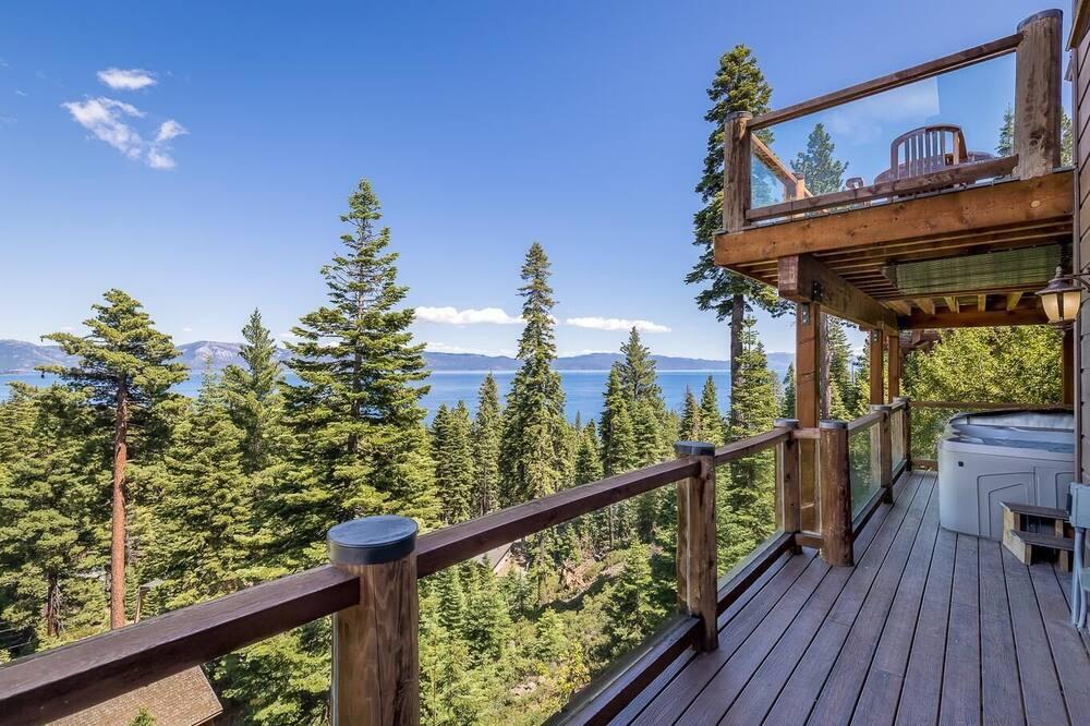 Kuća, Više kreveta, pogled na jezero (Luxury Lakeview Retreat) - Balkon